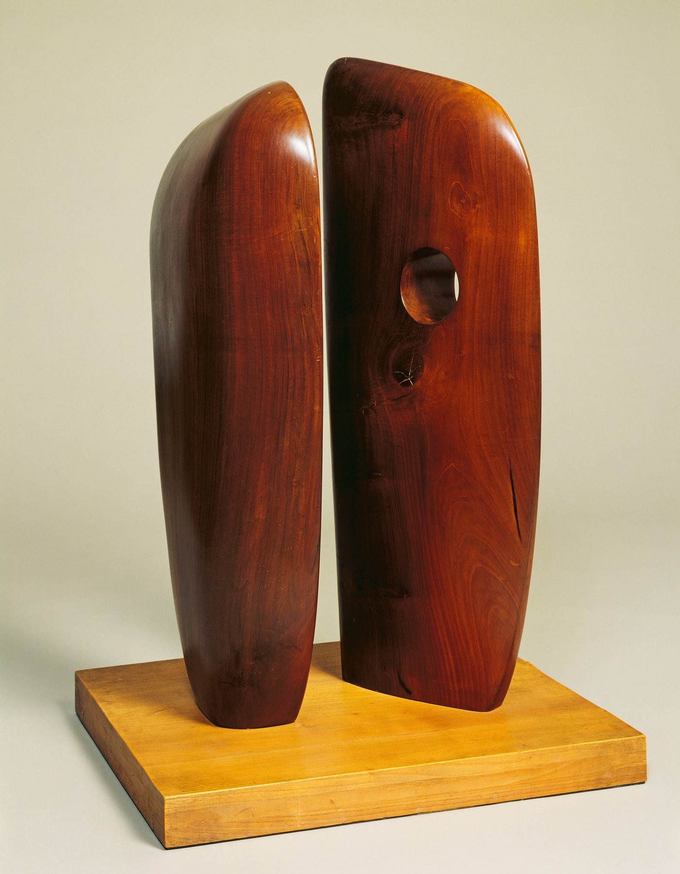 Medium dame 20barbara 20hepworth  20forms 20in 20echelon  201938  20presented 20by 20the 20artist 201964  20  20bowness tate  20london  202014 20 20