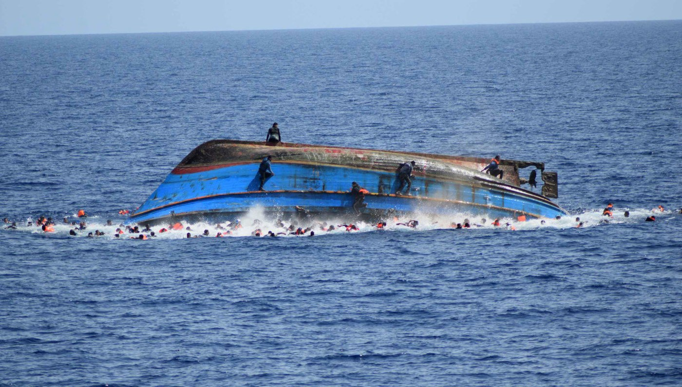 Medium gty migrant boat capsizes 04 jc 160525