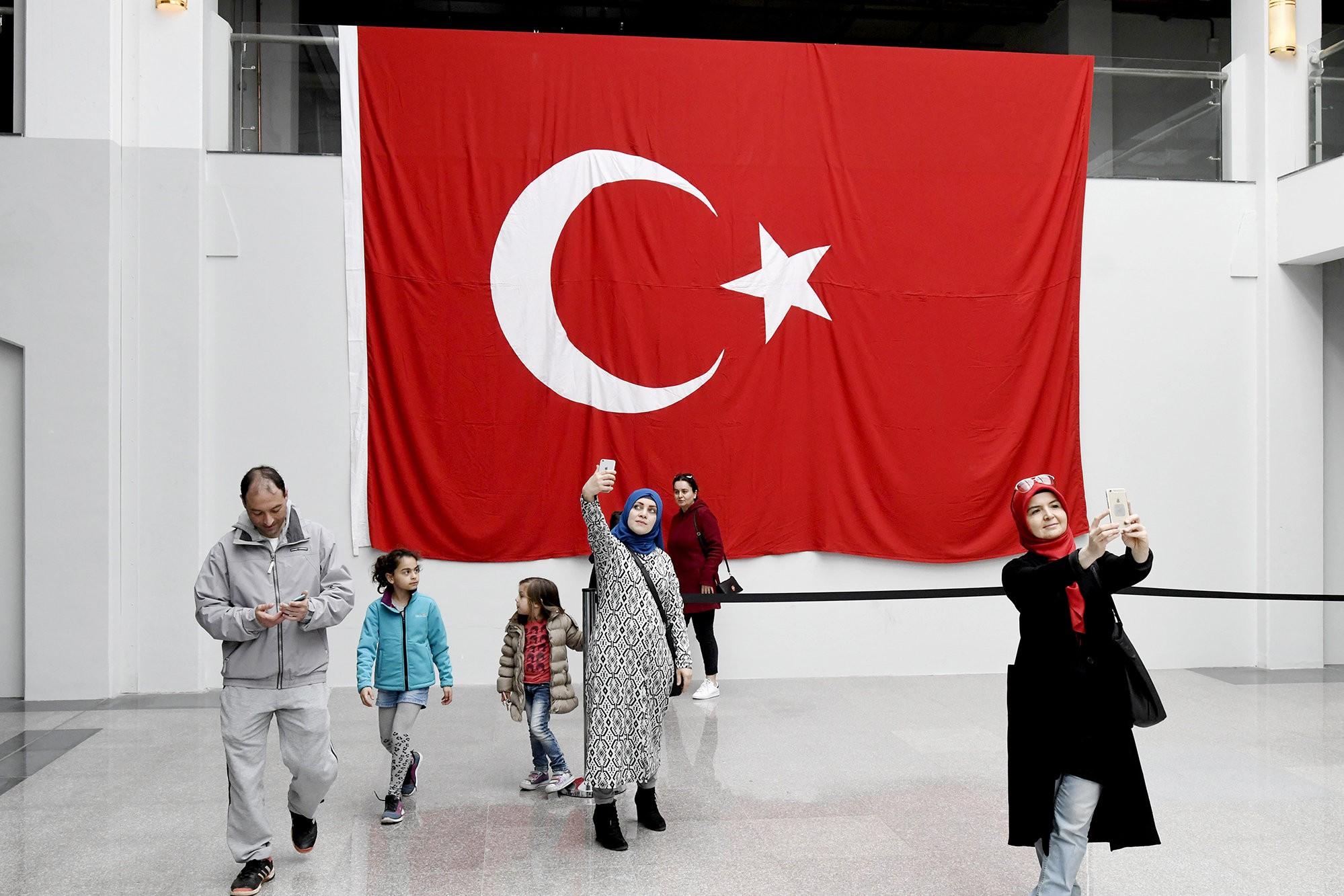 Het nederlandse ja de groene amsterdammer for Turkse kapper amsterdam oost
