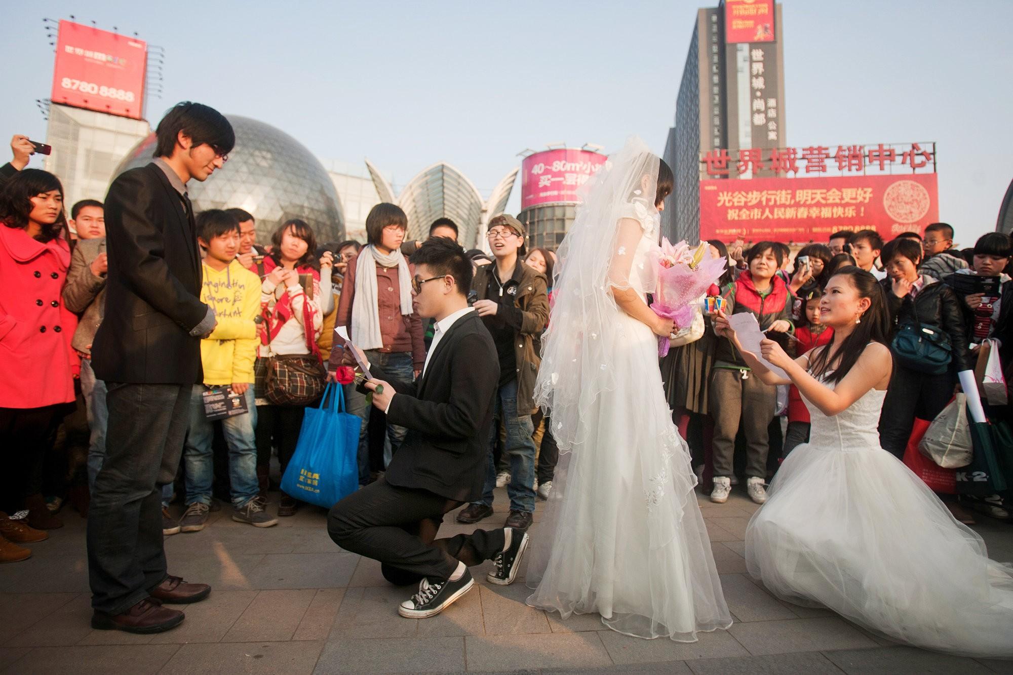 Gay dating Wuhan