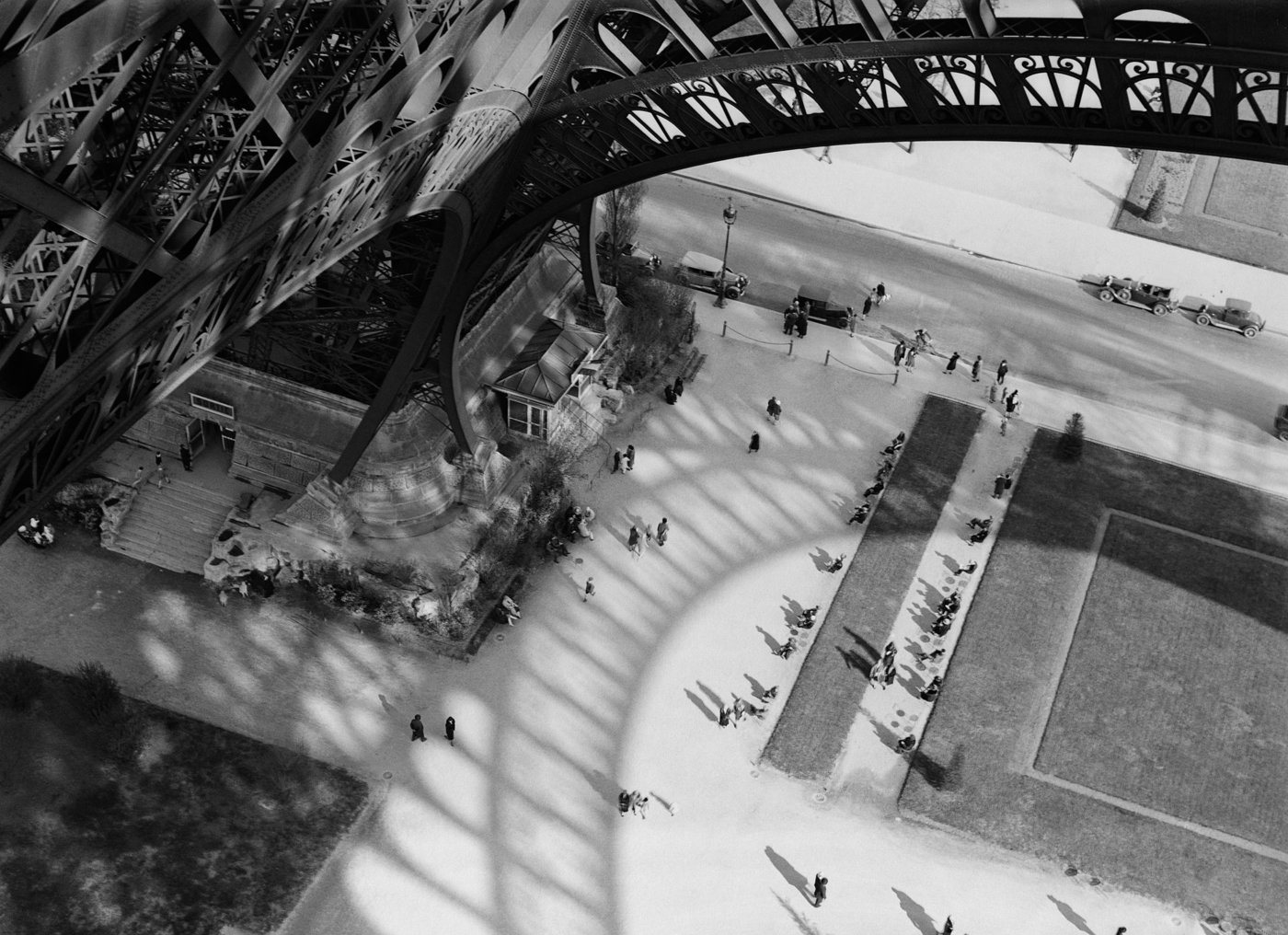 Medium the shadow of the eiffel tower paris 1929 c andre kertesz