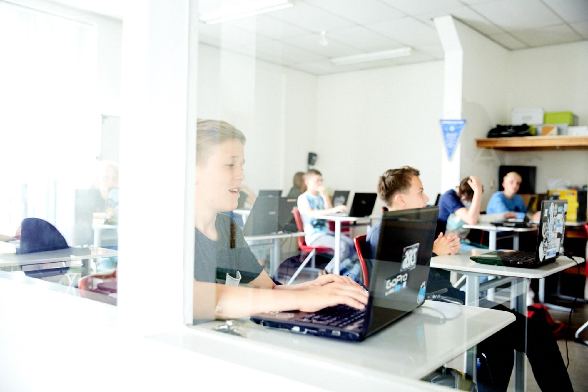 cae364a2811 De School voor Persoonlijk Onderwijs in Amsterdam (de personen op de foto  komen niet in de tekst voor) © Edith Paol